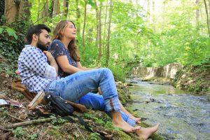 """""""Mohamad ist ein guter Freund von mir. Dass er aus Syrien kommt, spielt für mich keine Rolle. Freundschaft bedeutet für mich Zuverlässigkeit, Ehrlichkeit, aber auch gemeinsam traurige und glückliche Momente zu teilen. All dies finde ich bei ihm."""" - Mimi, 20 (Bild: Anna Schubert)"""