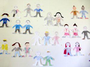 Bei der Mitmachbörse konnten die Bürgerinnen und Bürger auch Stücke aus dem Kunstprojekt DAHEIM begutachten, das Kinder zwischen 6 und 12 unterstützt.